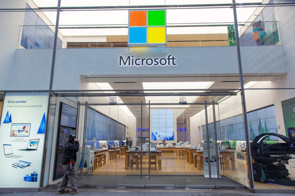 Microsoft suspends $ 10 billion cloud computing contract with U.S. Department of Defense after Amazon sues