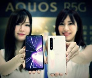 The flagship Sharp Aquos R5G with two bangs officially presented