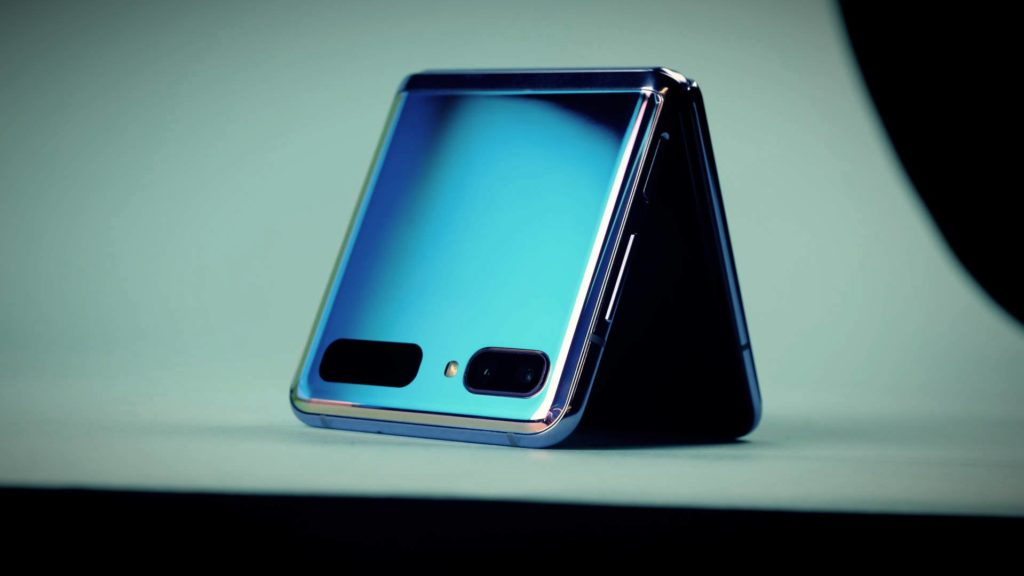 What does the Samsung Galaxy Z Flip case look like? Onlookers