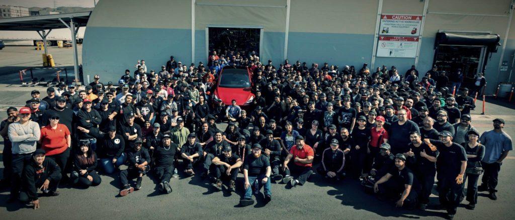 Tesla celebrating Success: Elon Musk criticizes Apple and iOS