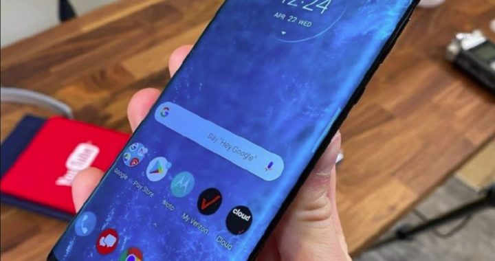 Motorola Edge + flagship machine released equipped with a 90 Hz waterfall screen