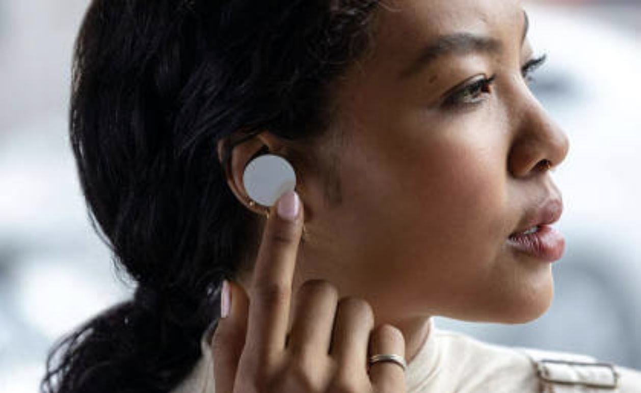 Microsoft's Surface Earbuds officially launched with Bluetooth 4.2 standard.