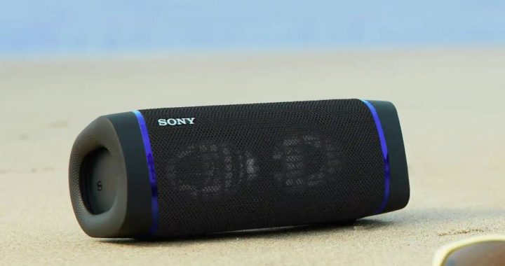 Portable speaker Sony Extra Bass SRS-XB33 works without recharging 24 hours